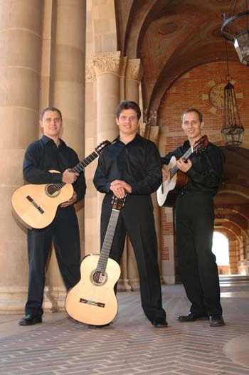 Photograph of the Triada guitar trio